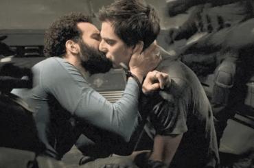 """The Old Guard, Marwan Kenzari confessa: """"È stato fantastico baciare Luca Marinelli"""""""