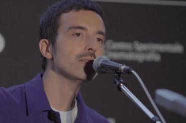 """Diodato incanta la Cervelletta con """"Fai Rumore"""" acustica – video"""