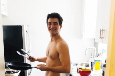 Jake Goldberg di un Un weekend da bamboccioni nudo in strada a Londra, la foto social