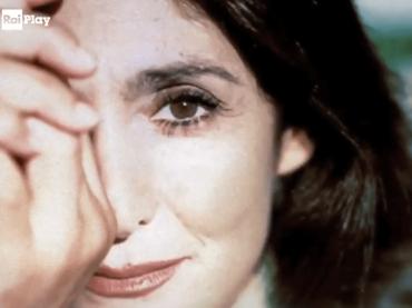"""""""Una patatina nello zucchero"""" di Anna Marchesini, lo spettacolo teatrale è su RaiPlay a 4 anni dalla sua morte"""