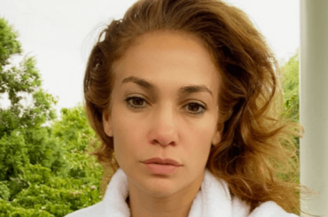 Jennifer Lopez struccata al mattino, la foto è virale