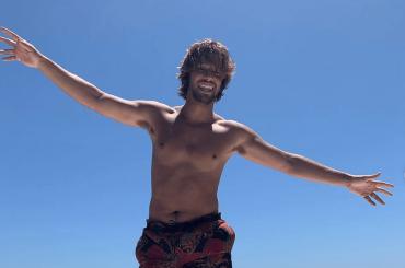 Cameron Dallas nudo, chiappe all'aria social – la foto IG