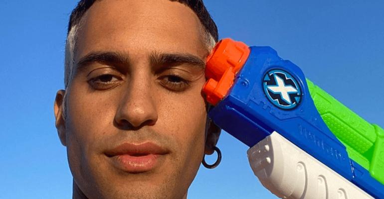 Mahmood gnagno in costume, la foto social