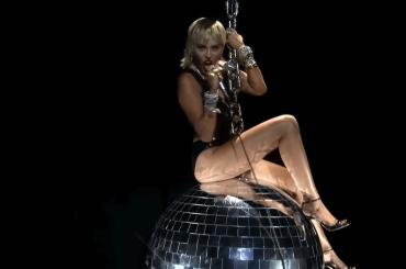 """VMA 2020, fantastica Miley Cyrus con """"Midnight Sky"""" – il video"""