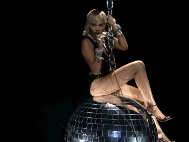 "VMA 2020, fantastica Miley Cyrus con ""Midnight Sky"" – il video"