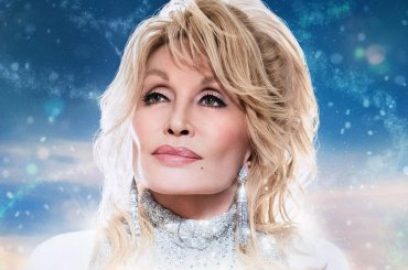 Christmas On The Square, arriva su Netflix il musical natalizio con Dolly Parton angelo custode