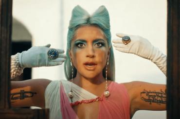 911 di Lady Gaga, ecco il video ufficiale che cita Il colore del melograno di Paradzanov