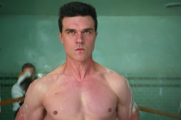Ratched,  Finn Wittrock tutto nudo – le foto
