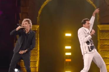 Michele Bravi e Mika, primo live con Bella d'Estate di Mango – video