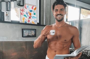Mariano Di Vaio, è pacco social – la foto è virale