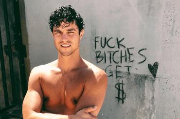 Miles McMillan, nudo social per l'ex di Zachary Quinto – foto