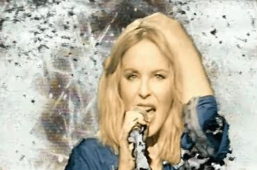 Kylie Minogue, primo fantastico live anni in stile '80 per Say Something – il video
