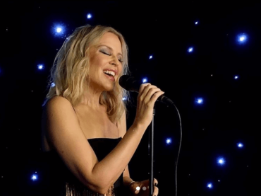 "Kylie Minogue acustica, sublime e dal vivo con Say Something per ""Mika I Love Beirut"" – VIDEO"