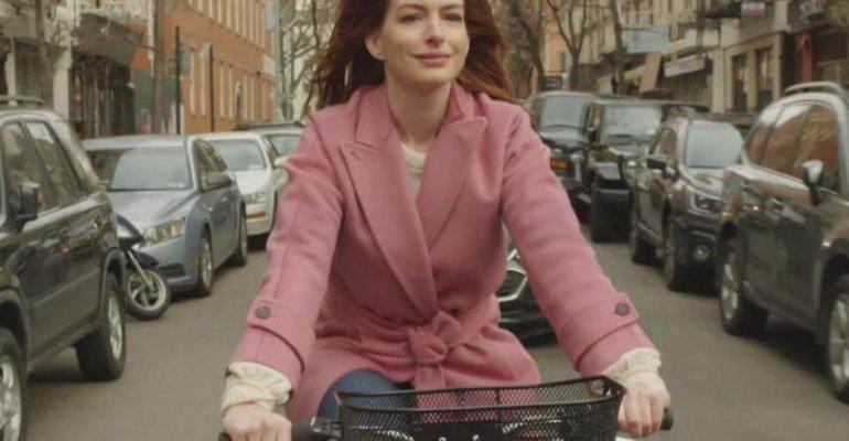 Lockdown, Anne Hathaway  in una romantic comedy ambientata nel pieno della pandemia da Covid-19