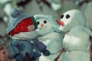 Snowman, un dolcissimo video natalizio in stop motion per Sia