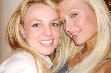 """Paris Hilton è sicura: """"14 anni fa io e Britney inventavamo il selfie"""""""