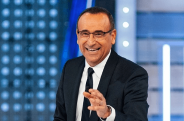 """Carlo Conti positivo al Covid rassicura dall'ospedale: """"Tutto sotto controllo, sto migliorando"""""""
