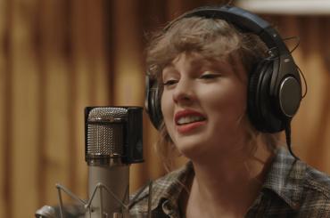 Taylor Swift, dal 25 novembre l'intimo concerto di Folklore su Disney Plus – il trailer