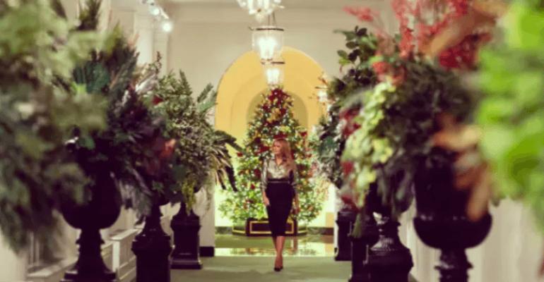 Melania Trump, addobbi funerei di Natale alla Casa Bianca