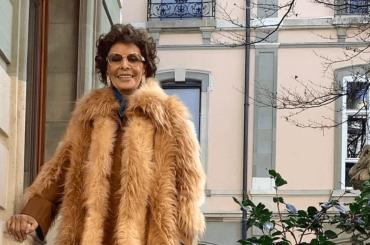 Sophia Loren favolosa con la pelliccia vegan di Stella McCartney – la foto social