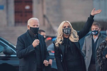 Lady Gaga canterà l'inno nazionale USA per l'insediamento di Joe Biden e Kamala Harris (e ci sarà anche J LO)