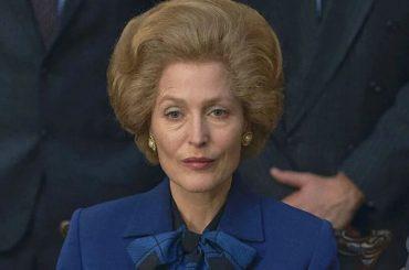 The Crown 4: Gillian Anderson è una clamorosa Margaret Thatcher, le foto dal suo primo giorno sul set