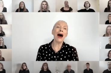 "Annie Lennox canta ""Dido's Lament"" insieme al coro London City Voices – video"