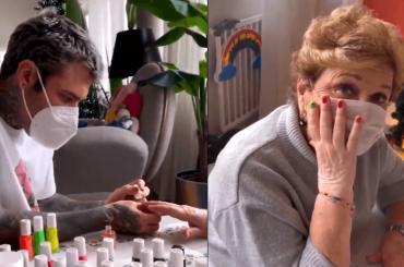 """Fedez fa le unghie leopardate a Mara Maionchi: """"Sono un talento inespresso"""" – il video"""