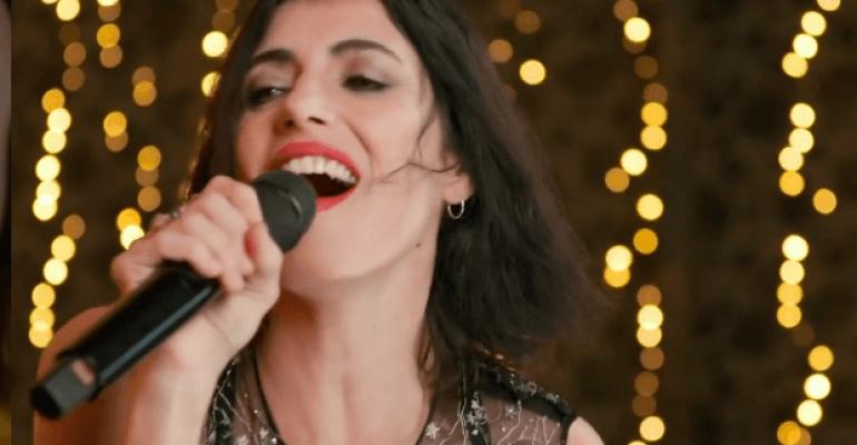 Giorgia chiude il 2020 con Happy Xmas (War Is Over), il video social