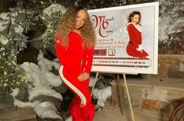 Mariah Carey celebra l'ennesimo record globale di All I Want For Christmas Is You – il video