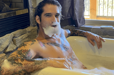 Tyler Posey, nuovo nudo OnlyFans – foto e video