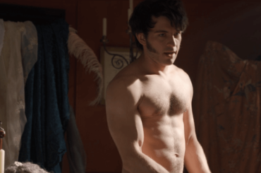 Bridgerton, Jonathan Bailey nudo nella serie Netflix – le foto