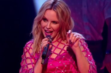 """Kylie Minogue, sublime live tv con """"Real Groove"""" (nuovo singolo?) – video"""