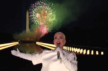 Katy Perry, spettacolare live di Firework per Joe Biden e Kamala Harris – video
