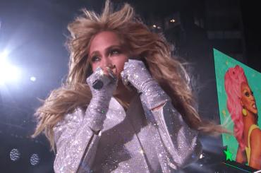 Jennifer Lopez live da paura per il Capodanno da Times Square – video