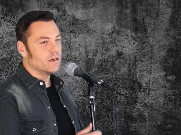 Tiziano Ferro canta Non escludo il Ritorno di Franco Califano – il video
