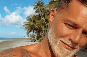 Ricky Martin, barba bionda a sorpresa – le foto