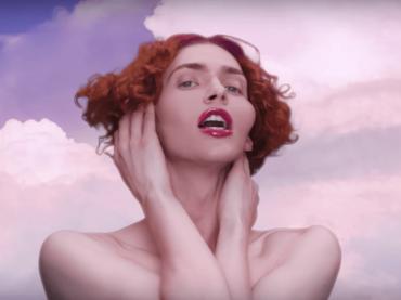 Sophie è morta mentre cercava di ammirare la luna, il cordoglio del mondo della musica