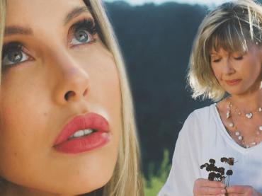 Window in the Wall, Olivia Newton-John pubblica una canzone con sua figlia Chloe