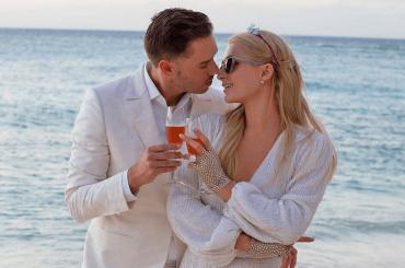 Paris Hilton si fidanza con Carter Reum il giorno del suo 40esimo compleanno, le foto
