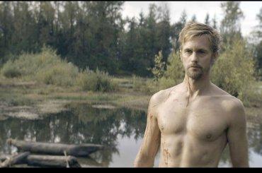 The Stand, Alexander Skarsgard di nuovo nudo – le foto