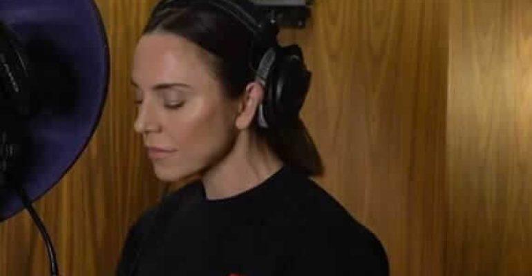 "Melanie C canta ""Too Much"" delle Spice Girls in versione acustica – VIDEO"