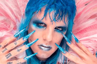 """Sanremo 2021, Achille Lauro glam rock piange sangue: """"Essere è diritto di ognuno. Dio benedica chi è"""""""