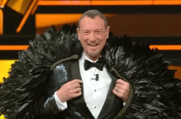 """Amadeus ribadisce il suo no a Sanremo 2022 e si propone per l'Eurovision 2022: """"È la Champions della musica"""""""