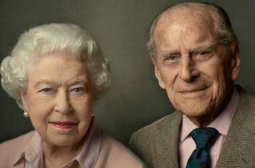 """La Regina Elisabetta II piange Filippo: """"È stato, molto semplicemente, la mia forza"""""""