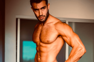 Sam Asghari, muscoli e pacco social – le foto