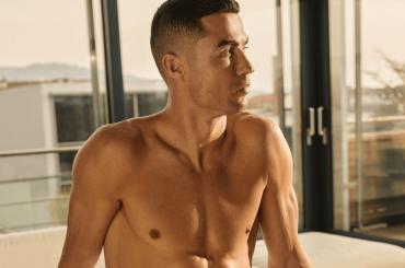 Cristiano Ronaldo in mutande, nuova foto dal suo brand di intimo
