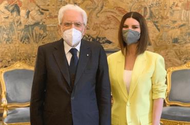 """Laura Pausini ricevuta al Quirinale da Sergio Mattarella: """"Fiera di rappresentare l'Italia nel mondo"""""""