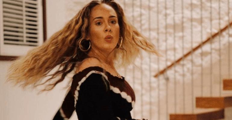 33 anni di Adele, attesa come il Messia con il nuovo album e meravigliosa sui social – foto