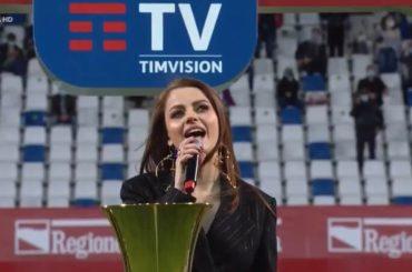 Fantastica Annalisa nel cantare l'inno di Mameli a cappella prima di Atalanta – Juventus – VIDEO